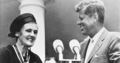 Dr. Francis Kelsey and President Kennedy