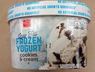Harris Teeter Low Fat Frozen Yogurt Cookies & Cream, 1.5 qt