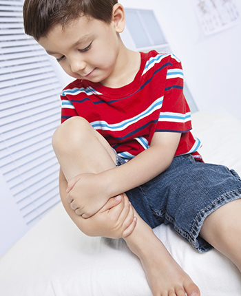 boy in clinic holding knee (350x430)