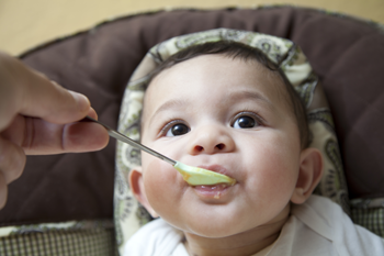 baby eating baby food (350x233)
